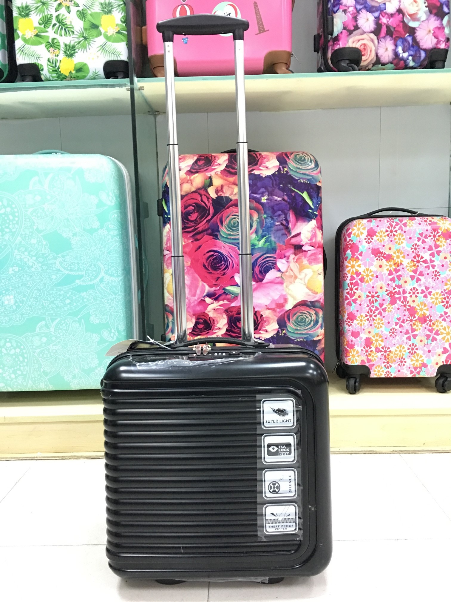 Yanteng stylish Trolley Bag in black color