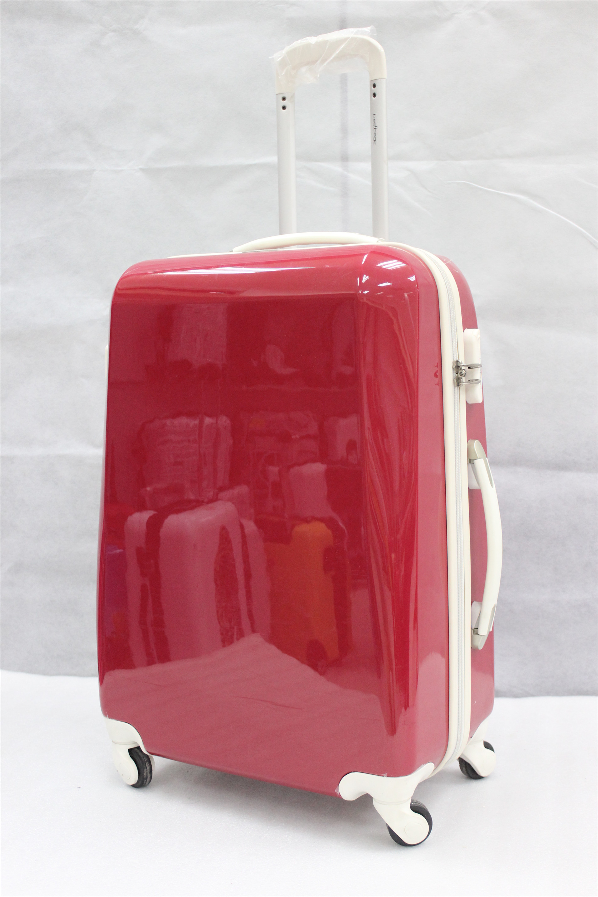 yanteng hard shell suitcase in shiny red